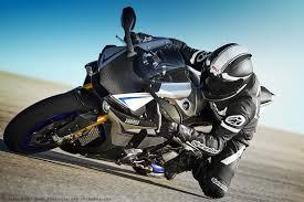2015-Yamaha-YZF-R1M